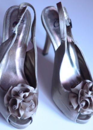 Kup mój przedmiot na #vintedpl http://www.vinted.pl/damskie-obuwie/na-wysokim-obcasie/11478455-szpilki-z-kwiatkiem