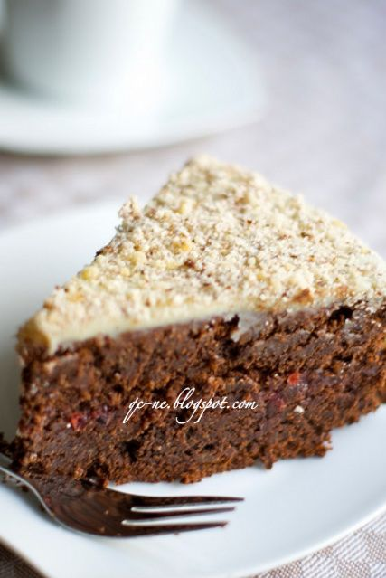Q.C.ne: Torta al cioccolato e nocciole con marmellata di mirtilli rossi 0% farina 100% bontà