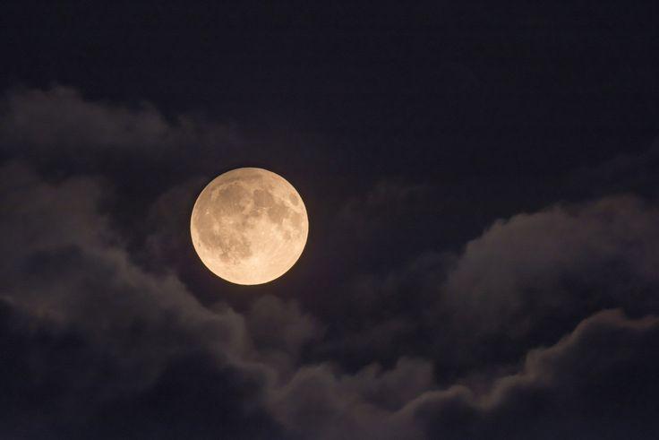 Penumbral lunar eclipse 2016 September 16 [OC] [1920x1280] http://ift.tt/2cNZOT4