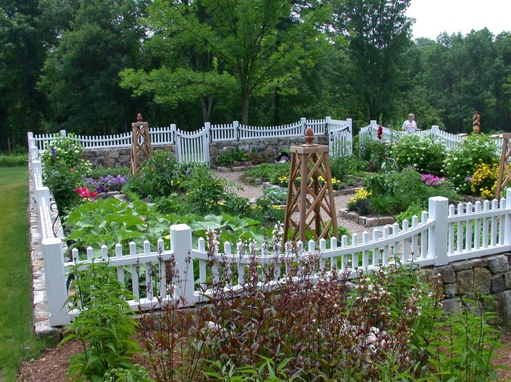 Awe Inspiring White Picket Fence Decorating Ideas For