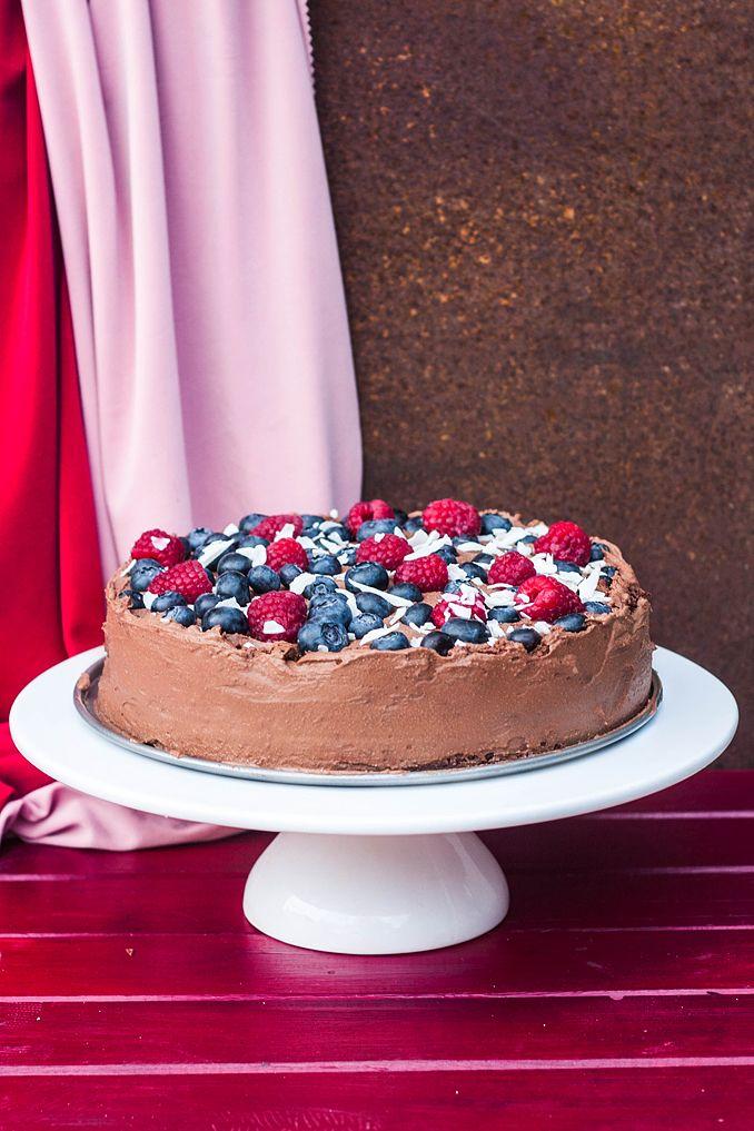 Tort czekoladowy powinien pojawić się już dawno, dawno temu w moich zbiorach. Mój pierwszy wegański tort popełniłam prawdopodobnie jakieś...