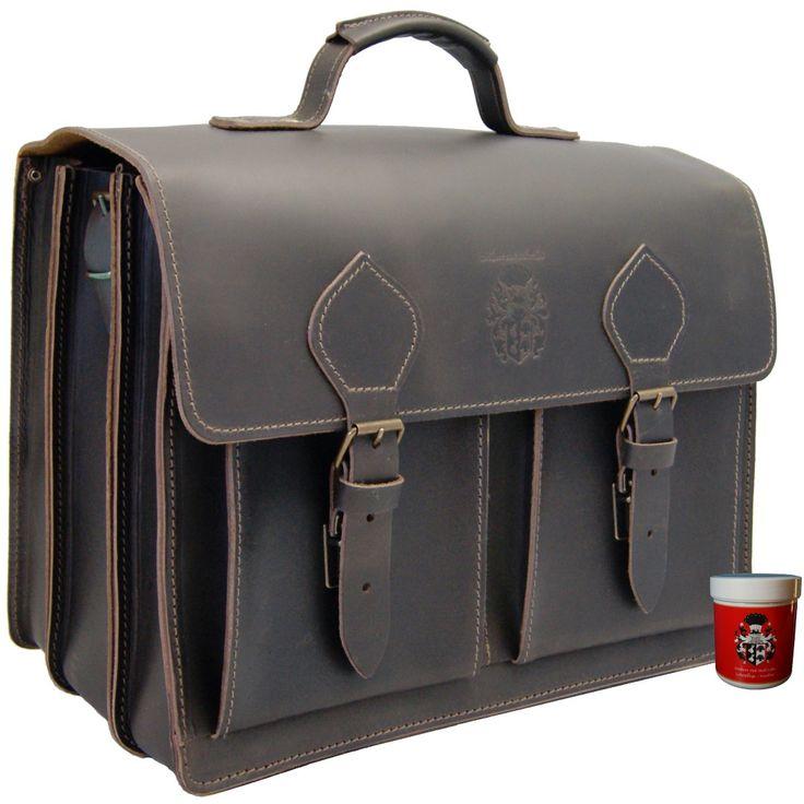 Die große Aktentasche ALBERT EINSTEIN 1.0 aus Bio Leder: ein absolutes Platzwunder unter den Aktentaschen.Machen Sie Ihr Büro in einer Aktentasche mobil!In dieser schönen klassischen Aktentasche hat wirklich alles Platz. Sie fasst...