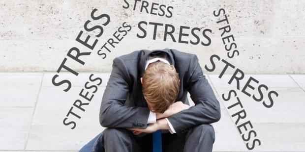Jangan Sering Stres Ya Ini Loh Resikonya....  Hampir semua orang pernah mengalami stres dan depresi. Bagi beberapa orang stres bisa diatasi dengan mudah dan tidak berdampak apa-apa buat kesehatannya. Tapi bagi beberapa orang lainnya stres bisa sangat berbahaya buat kesehatan dan mengancam jiwanya. Ketika sedang stres otak akan melepaskan Hormon Adrenalin dan Kortisol. Hormon Adrenalin meningkatkan denyut jantung sedangkan Hormon Kortisol menaikkan gula darah. Dikutip dari laman…