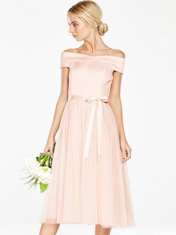 V by Very Bridesmaid TuTu Bardot Prom Dress Nothing quite sets an elegant mood like a Bardot neckline and tulle midi skirt. Get your girl squad looking the part in this beautifully feminine bridesmaid dress from V by Very. A satin ribbon to the waist ties the look together, drawing the eye to the narrowest point for a flattering finish. Styling Ideas We love this piece with metallic heels (and a pretty bouquet, obviously). Washing Instructions: Dry Clean OnlyMaterial Content: 97%…