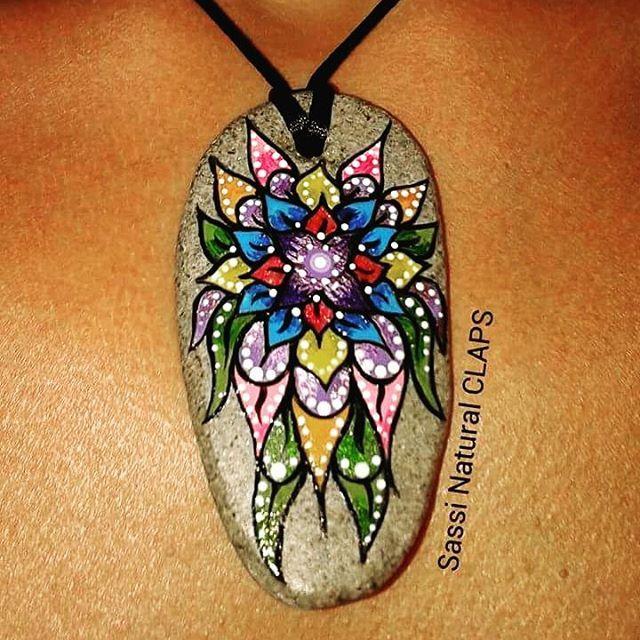 #SassiNaturalCLAPS #ciondolo #colgante #pendants #echoamano #echoconamor #handmade #pebble #paintedstones #paintedrocks #rocks #colori #colors #sassidipinti #pebbleart #piedraspintadas #piedras #ston #stonepaint #art #piedranatural #flawers #fiori #flores #flor #artes #artistic #artist #artesania #art