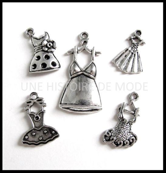 5 breloques sur le thème des robes mode en métal argenté vieilli - RZZ58