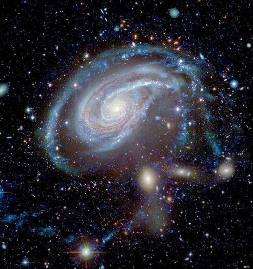 NGC 772 (también conocida como Arp 78) es una galaxia espiral barrada aproximadamente 130 millones de años luz de distancia en la constelación de Aries.