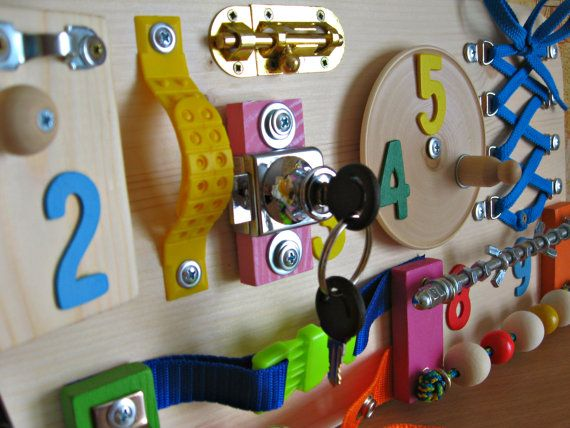 Occupé planche pour enfant en bas âge, éveil enfants jeu, jouet d'activité, jouet en bois, jeu tranquille bambin