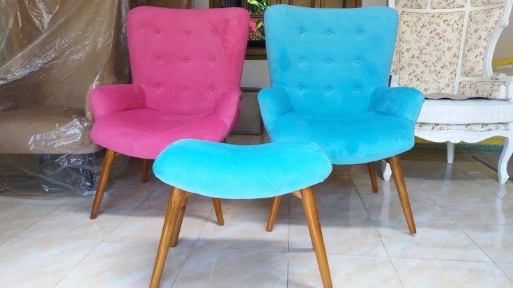 Kursi Sofa Santai  Modern ini kami produksi dengan menggunakan bahan baku kayu Jati Perhutani yang sudah teruji kualitas kayunya. Model Kursi Sofa Santai Murah saat ini banyak digemari, karena modelnya  minimalis yang menampilan desain yang sederhana, tapi elegan dan berkelas.
