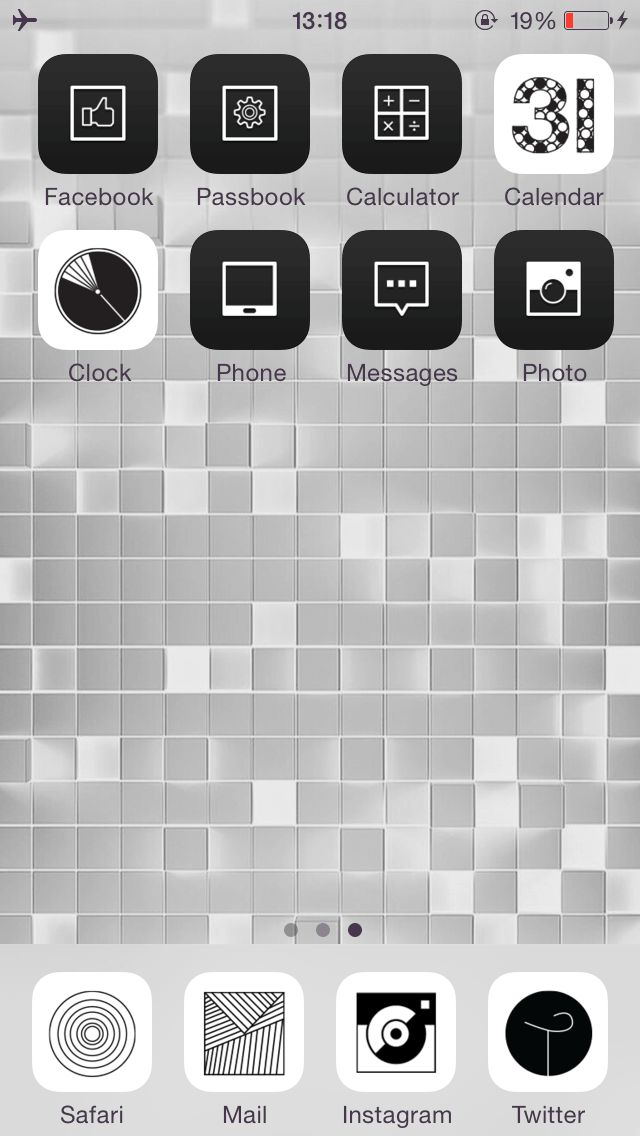 White Square Set your home screen simple black and white! :) ★  In this screen  ★ Deco Pack : Mono graphic + Pure black Wallpaper : White square