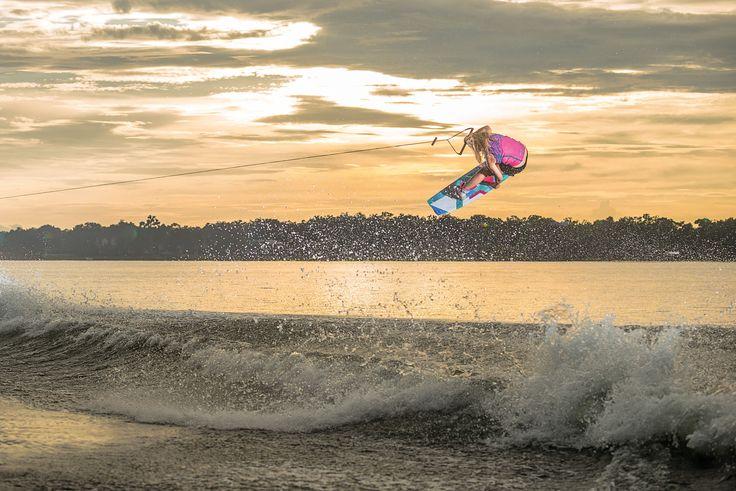 Jobe is een watersportmerk uit Amerika dat in 1974 is ontstaan als waterski merk, maar in de loop van de jaren is uitgegroeid tot een aanbieder met een letterlijk spetterend assortiment watersportartikelen. Denk hierbij aan kneeboards, wakeboards, wetsuits, waterski's, zwemvesten en leuke opblaasbare banden en tubes voor op het water.