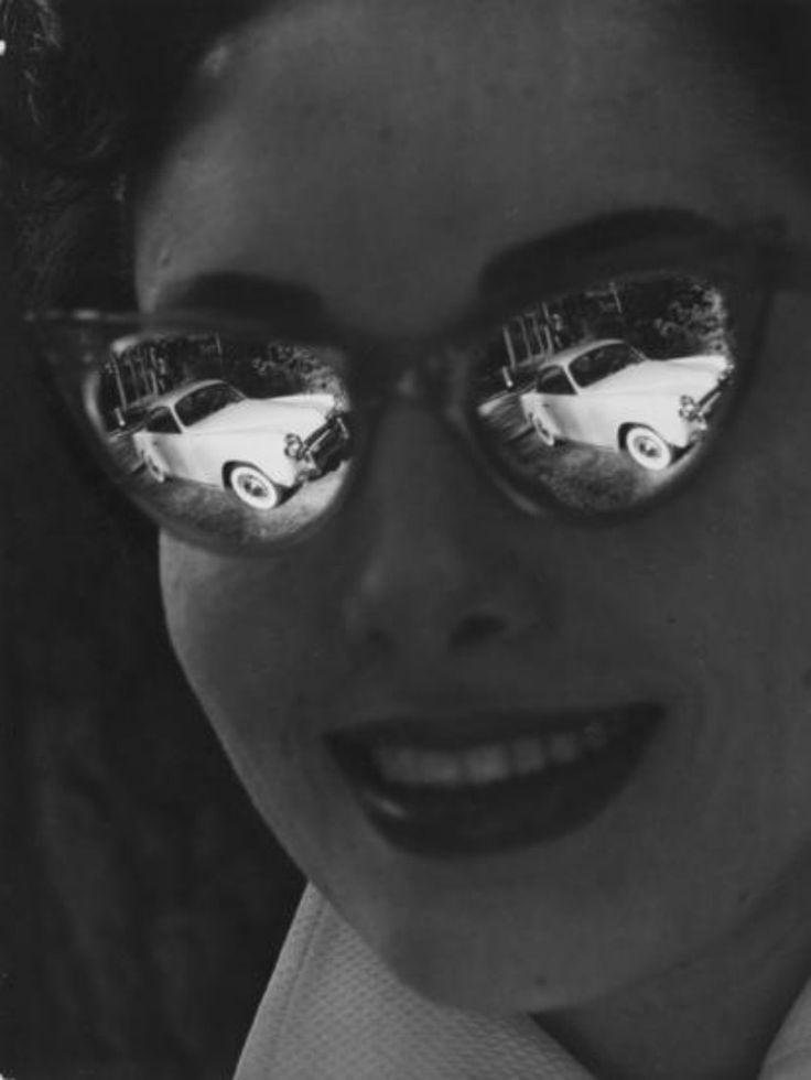 A quoi rêvaient les jeunes-filles ? / Lunettes Papillon. / Gelatin silver print. / By Robert Doisneau, 1950.