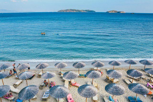 Férias na Grécia_praia_Viajando bem e barato