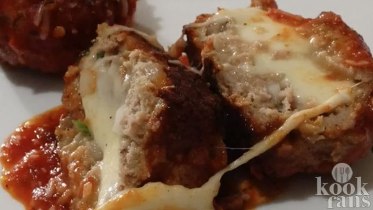 Gehaktballen, maar dan nét even anders: deze variant gevuld met mozzarella is erg lekker en zo klaar!