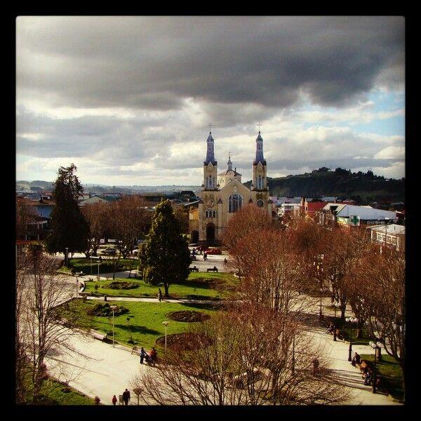 Esta es la plaza de #Castro con su iglesia sin restauraciòn,  hace unos años atras. photo by Carlos Gallegos Palma SURPRESS AGENCIA©