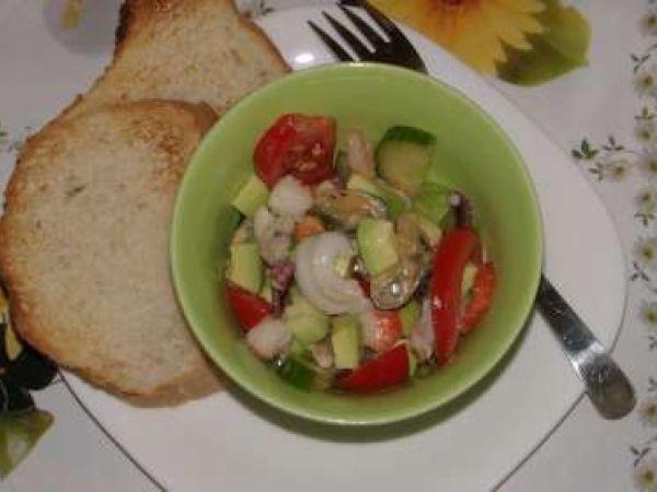 Rețetă Salata de fructe de mare cu avocado, de Elucubratiiculinare - Petitchef