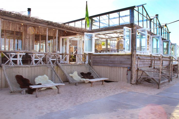 Club Zand is een strandpaviljoen op het strand van Castricum aan Zee. De relaxte sfeer en wereldse menukaart zorgen voor een optimaal dagje ontspannen.
