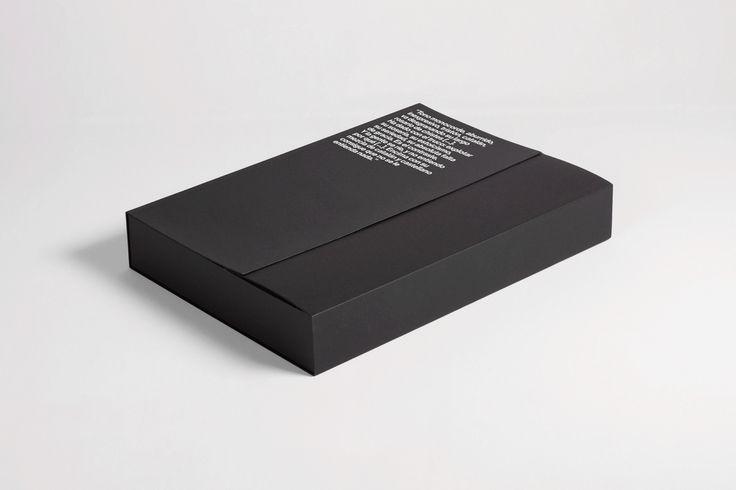 """""""El soso catalán que hace reír"""" és el projecte en què em proposo, com a dissenyador gràfic, homenatjar a un personatge tan particular com va ser l'humorista català Eugenio. L'humor d'Eugenio sempre buscava la part més evocativa, més simple, la mínima expr…"""