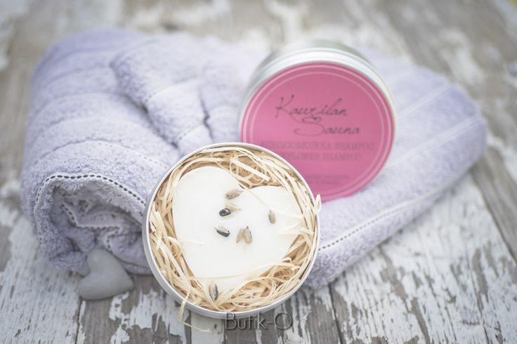 Auringonkukka palashampoo on hellävarainen ihollesi ja ympäristöllesi. Tuote on hajusteeton. Palashampoot ovat riittoisia ja hauska käyttää, käteviä matkalla sekä treenikassissa. Tuoksuttomat palashampoot Oliivi, Avokado, Aprikoosi ja Auringonkukka pesevät hiuksesi puhtaiksi ja helposti kammattaviksi. 90g Sulfaatiton, silikoniton, parabeeniton. Luonnollinen shampoo  Lue blogista palashampoon testaus ja...