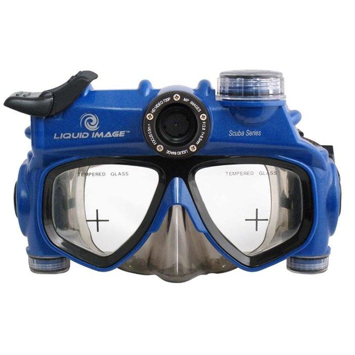 Camera integrated in scuba mask