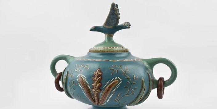 De manos de monjas a manos de loceras. Exposición temporal   Museo de Artes Decorativas http://www.artdec.cl/621/w3-article-55309.html