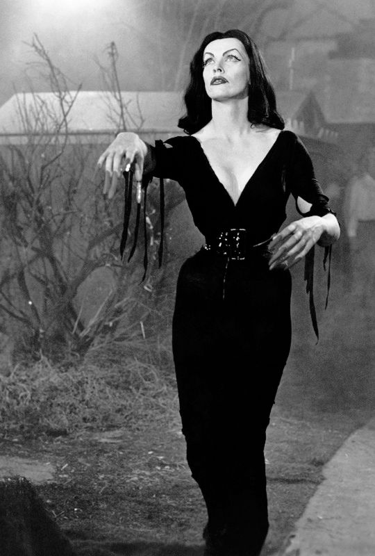 """Vampira in """"Plan 9 from Outer Space"""" (1959)."""