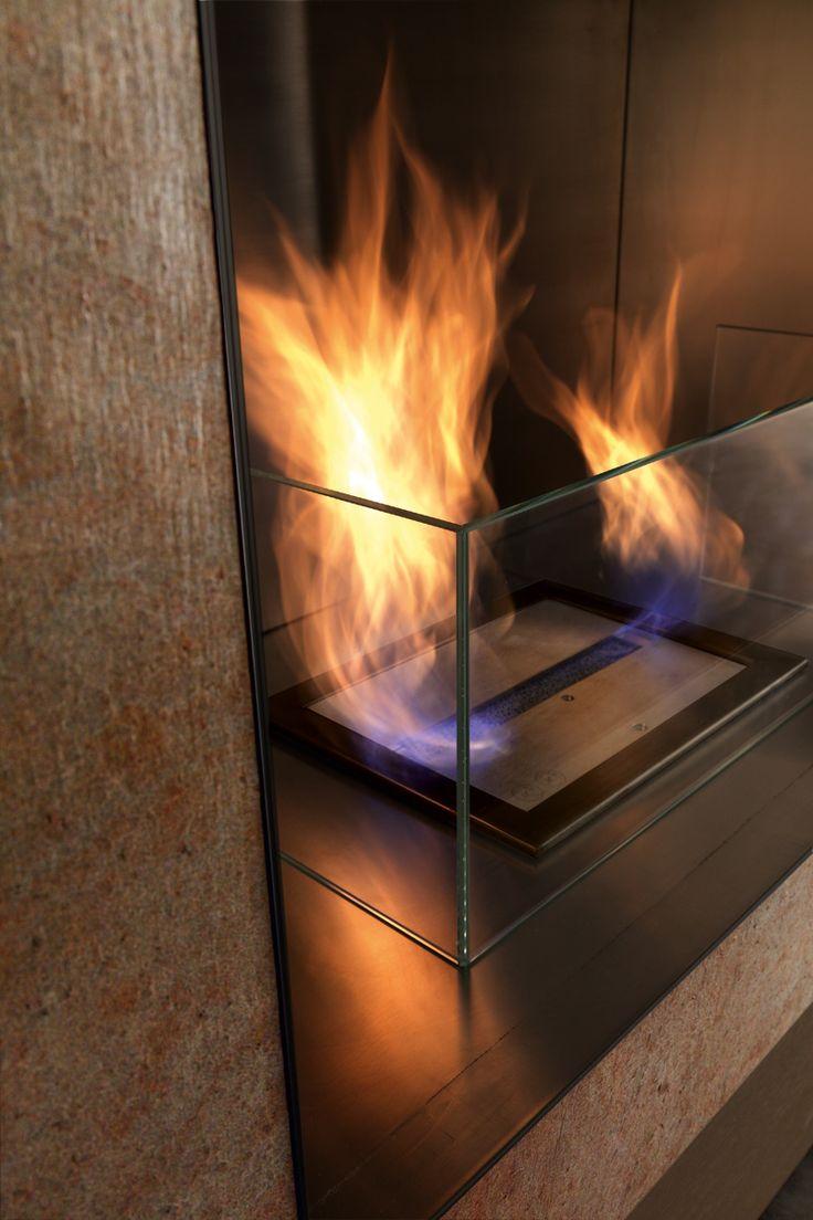 PRESOTTO | Cooper stone bioethanol fireplace with a tempered glass fireguard. _ Caminetto a bioetanolo in pietra Cooper con parafiamma in vetro temperato.