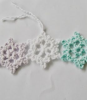 Flower Girl Cottage : Easy Crochet Snowflake Pattern Will make it in white and red for Christmas decor