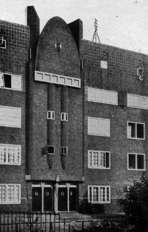 L. De Klerk, Tenement Block, Amsterdam, The Netherlands, 1917 Spaarndammerplantsoen housing block, Michel de Klerk. View this on the map