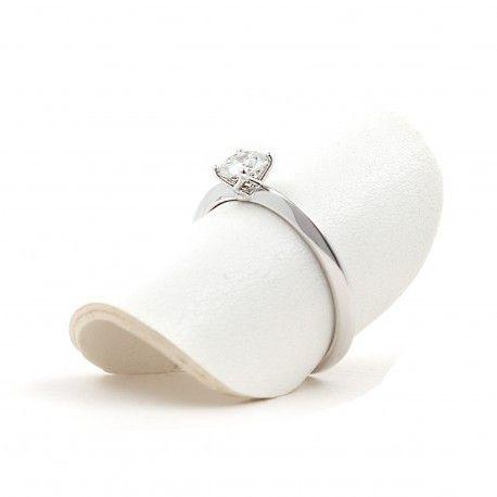 Genial como anillo de pedida! Este anillo está hecho en oro blanco de 18 kilates con un diamante de 0,19kts. alicante joyeria marga mira | anillos de compromiso diamante | anillos de compromiso precio | anillos de compromiso alicante | anillos de compromiso oro blanco | joyeriamargamira.com/content/10-anillos-compromiso-alicante | #joyerias #alicante #anillos #wedding #ring #gold #oro #alacant #costablanca #jewellery #diamonds #style #luxury # bodas | https://goo.gl/B7Svro