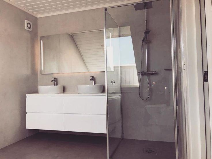 Nok ett nytt og lekkert VikingBad er på plass.  Her med MIE 150 cm baderomsmøbel, Ida speil m LED og stikk 150 cm, laminerte dusjdører og Frøya rainshower. #vikingbad #interiorguiden #dusj #baderomsinnredning #baderomsmøbel #baderomsinspo #bathroom #mybathroom #mywhiteroom #interior4all #interior123 #bobedre ##boligpluss #norgesinteriør