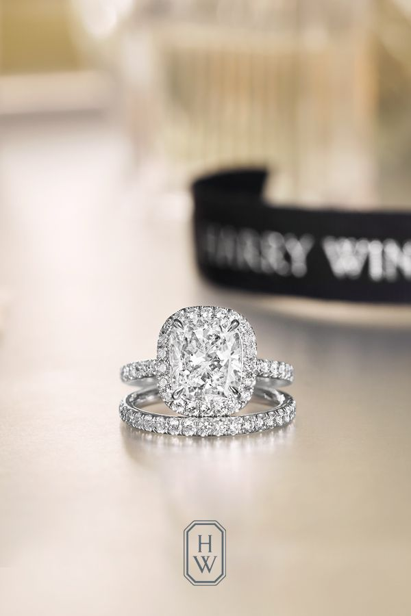 A spectacular wedding day calls for an unforgettable Harry Winston diamond band. Fall brilliantly in love with a variety of engagement rings in different cuts and different sizes celebrating one of life's ultimate gifts - the gift of true love. Shop Harry Winston today.