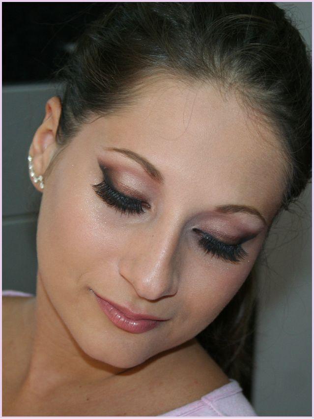 Classy Beauty:portocaliu stins,maro sidefat, negru si accente argintii pentru acest machiaj de banchet 2012