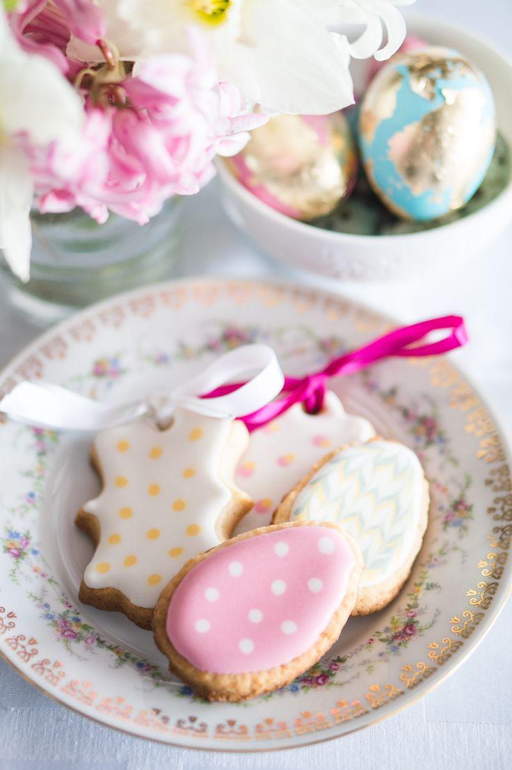 Easter icing cookies