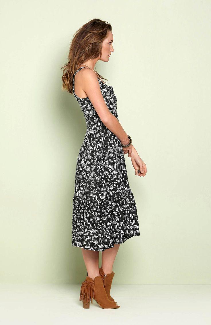 Miękka, dżersejowa sukienka od Happy Holly, http://www.halens.pl/moda-damska-rozmiary-specjalne-na-gore-5828/sukienka-florena-556045?imageId=393811&variantId=556045-0018 + obuwie z frędzlami
