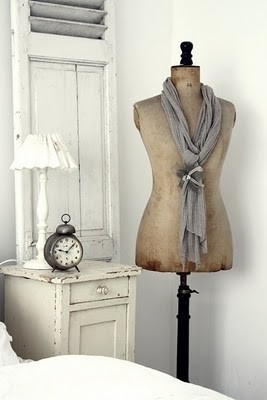 Shabby dress form... Want one!!!