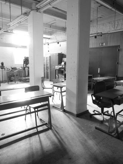 Nieuw in mijn Werk aan de Muur shop: Verlaten klaslokaal
