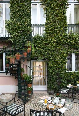 Garden and coffe terrace  - Hotel As Janelas Verdes, Lisbon, Portugal