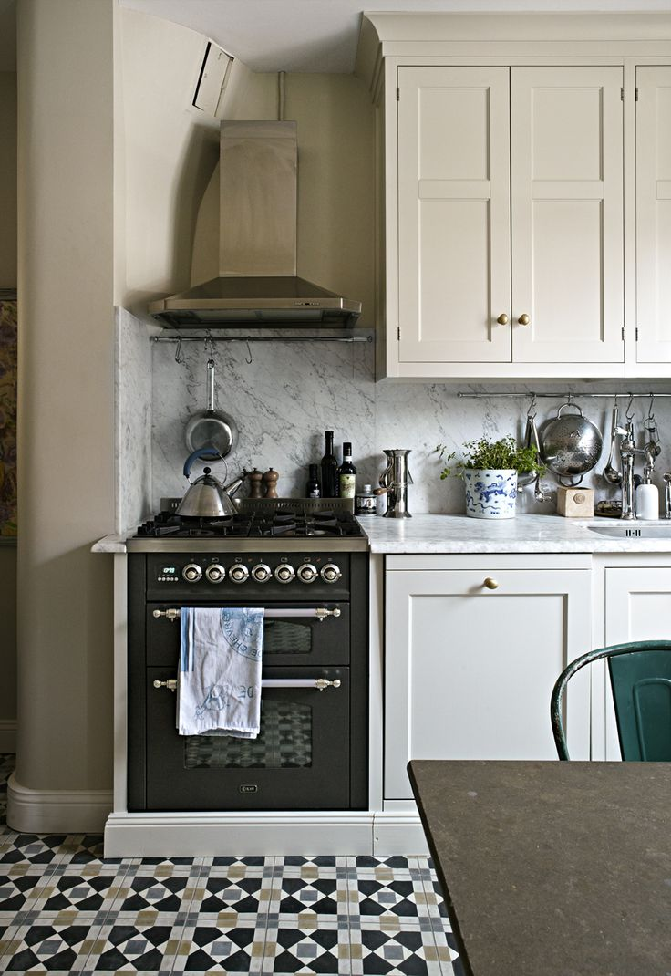 Patterned floor tiles kitchen - Small Space Kitchen Looks So Pretty With Patterned Floor Tile