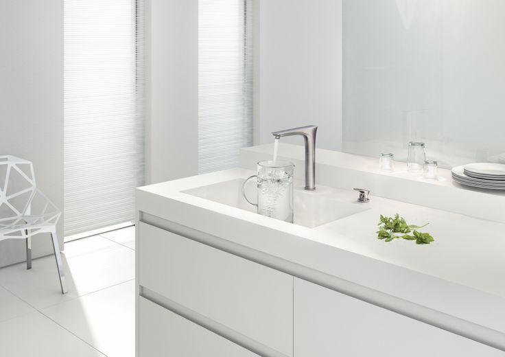 The emotive design of the PuraVida range really makes you want to get your hands on it so that you can enjoy your kitchen chores! #Hansgrohe #kitchen #mixer