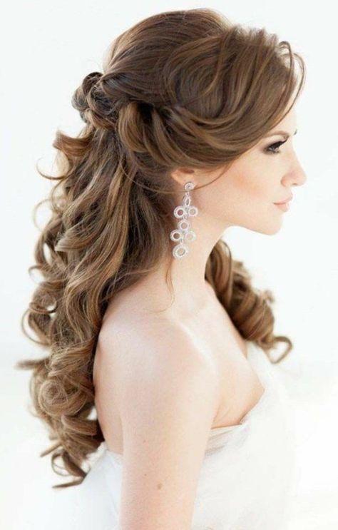 Brautfrisuren lange Haare romantische Wellen Hochz…