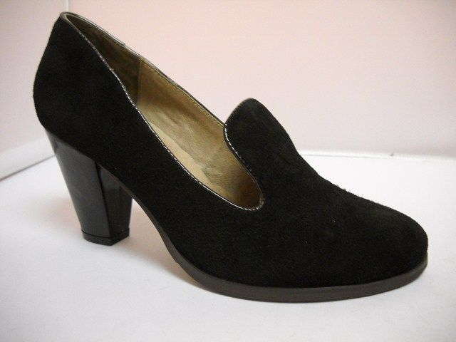 Bresley Danette Suede court with patent heel of 8cm.    Sizes range 36-42