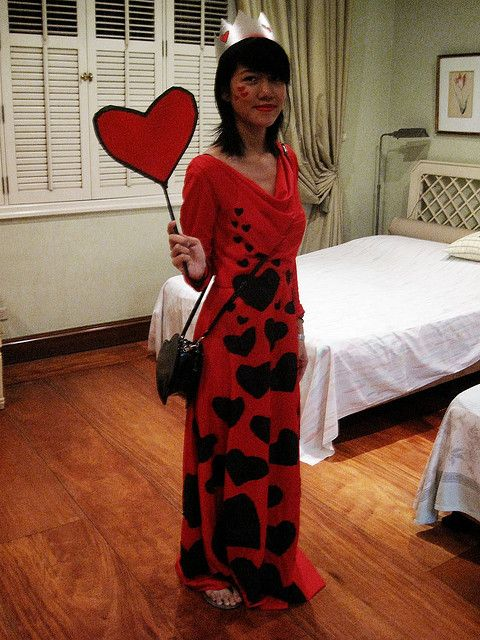 how to make a simple queen of hearts costume