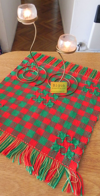 Carpeta de mesa. Ideal para adornar la mesa navideña. Realizada en telar maría