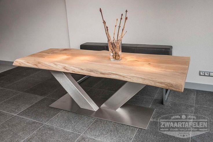 Breng de natuur in huis! Een boom van een tafel met aan de zijkanten de waankant, bastrand of schorsrand. Een eiken boomstamtafel in huis of kantoor.