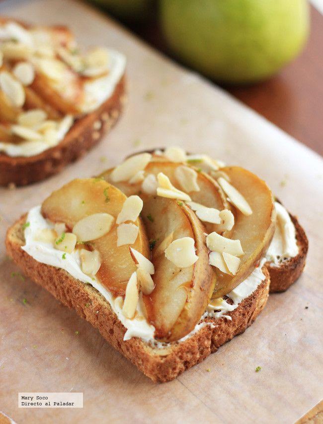 Pan Tostado con peras, queso y almendras. Receta