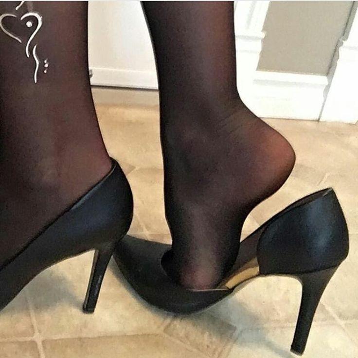 Love see my toenails pantyhose want tie