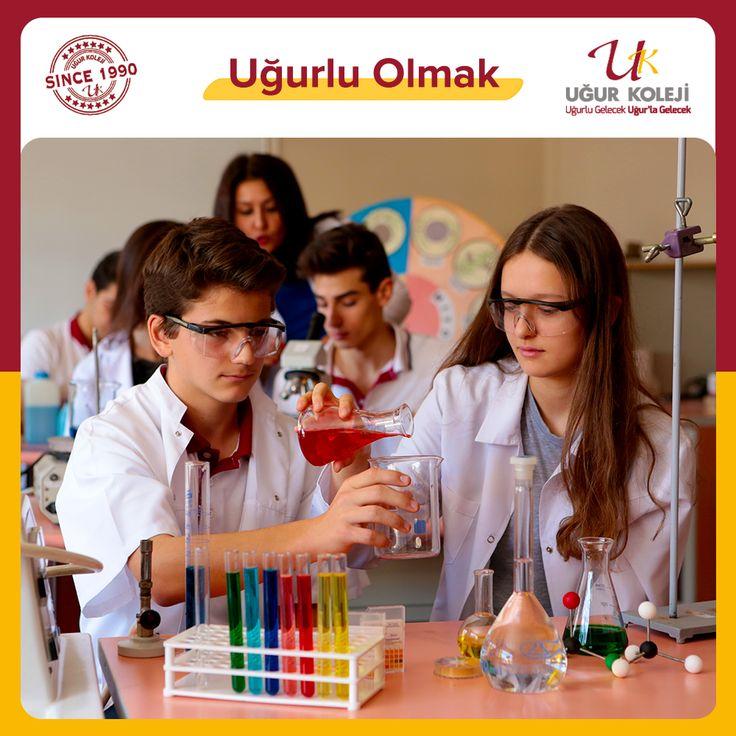 Uğur Kolejinde Fen Bilimleri derslerinin temel amacı; öğrencilerin hayat boyu öğrenme, düşünme, sorgulama ve problem çözme yeteneklerinin gelişmesine olanak sağlamaktır.  Bu hedef doğrultusunda; bilimi, teknolojiyi ve insan aktivitelerinin dünya üzerindeki etkilerini anlayan ve bu bilgileri kişisel, sosyal ve çevresel konularda verdiği kararlarda kullanan öğrenciler yetiştirilmektedir.