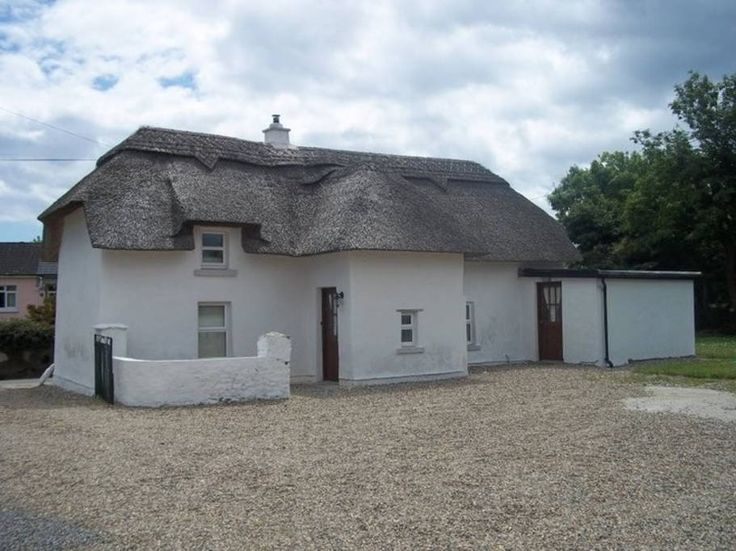 House in Kilmore, Ireland. Thatched Cottage, 200+yrs, 2 bed, Renovated Interior, All Mod Cons. On 1/2 acre site. Located between Kilmore and Kilmore Quay Fishing Villages & Marina with friendly Pubs & Restaurants, Island Boat Trips, Fishing. Wexford 18km, Rosslare Hbr 18km