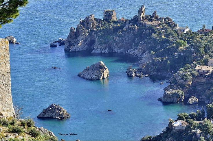 Anche questa è Cefalù  #HolidayDimension #SummerExperience #Sicily2015 www.incefaluapartments.it Nella foto sopra: «Cefalù click 2015» l'immagine più bella di Cefalù per il 2015 selezionata dai cefaludesi nel mondo. Foto di: Giuseppe Liberto.